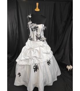 Robe de mariée noire et...